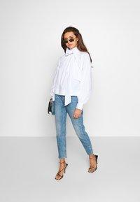 Monki - KIMOMO  - Jeans straight leg - vintage blue - 1
