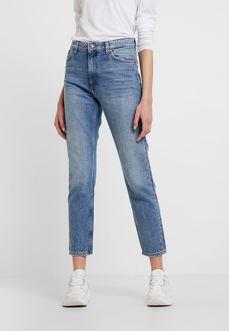 Monki - KIMOMO NEW CLASSIC - Jeansy Relaxed Fit - vintage blue