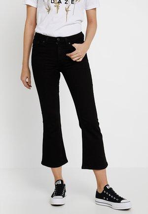 MOCKI CROPPED FLARE - Jeans a zampa - black