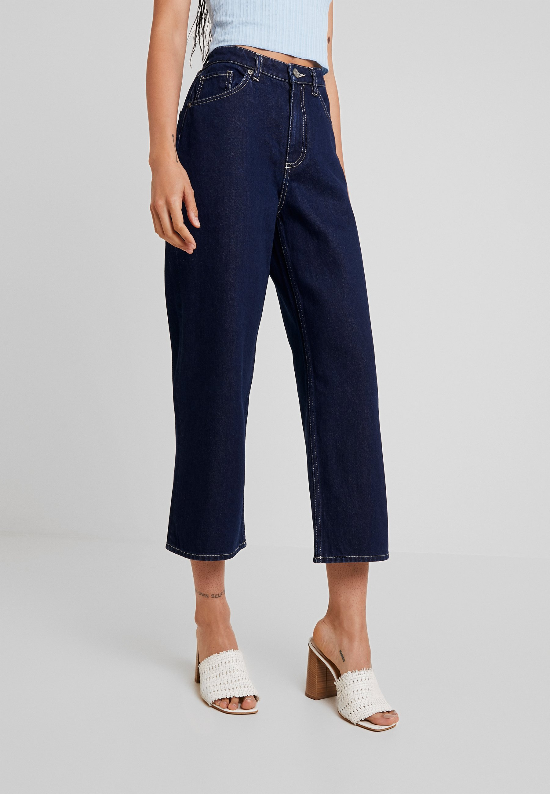 Monki MOZIK RINSE - Jeans a zampa dark blue rinse wash