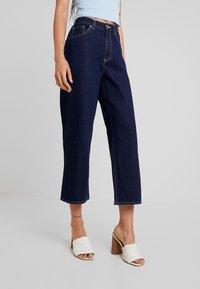 Monki - MOZIK RINSE - Flared Jeans - dark blue rinse wash - 0
