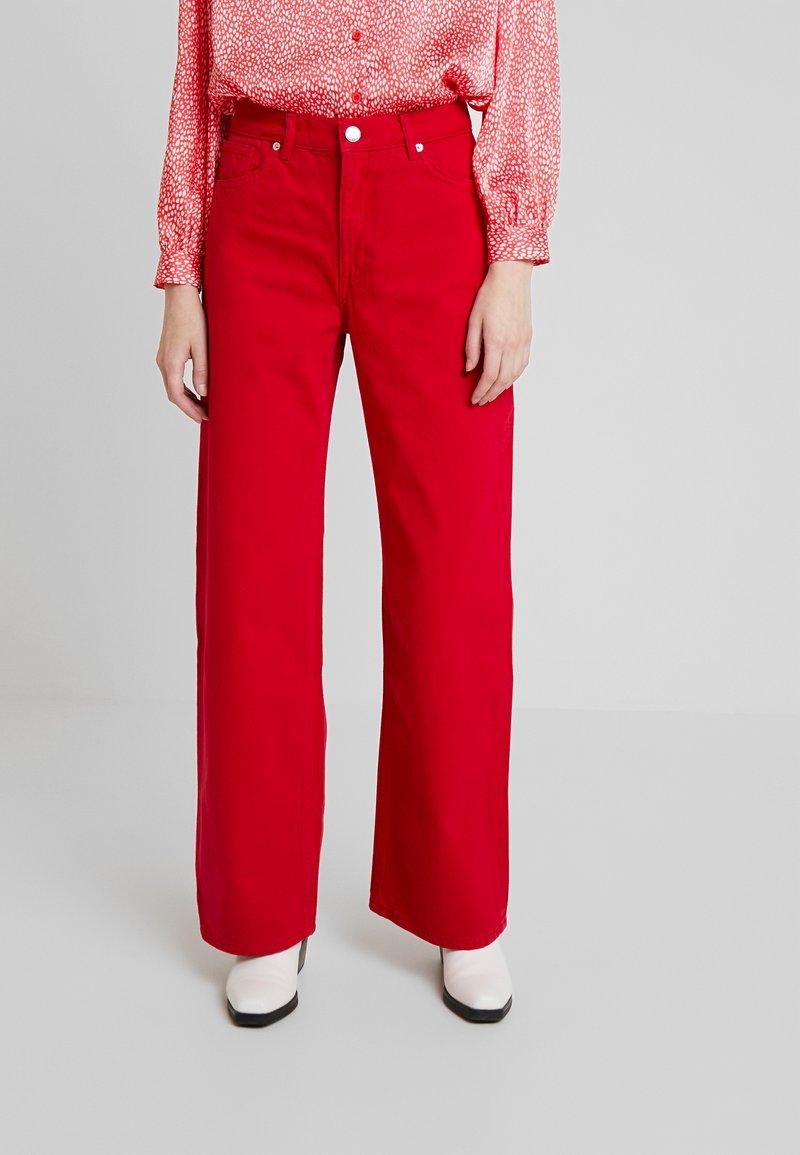 Monki - YOKO - Bootcut jeans - dark red
