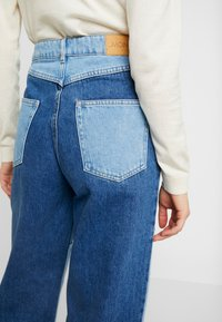 Monki - MOZIK BLOCK - Jeans relaxed fit - blue - 5