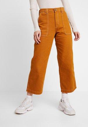 RIO - Flared jeans - tobacco