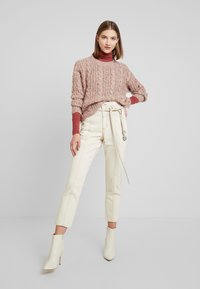 Monki - ANDREA - Straight leg jeans - off white - 1