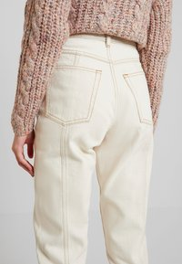 Monki - ANDREA - Straight leg jeans - off white - 5