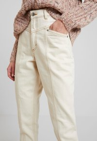 Monki - ANDREA - Straight leg jeans - off white - 3