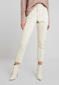 Monki - ANDREA - Straight leg jeans - off white - 0