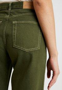 Monki - YOKO - Flared jeans - green - 3