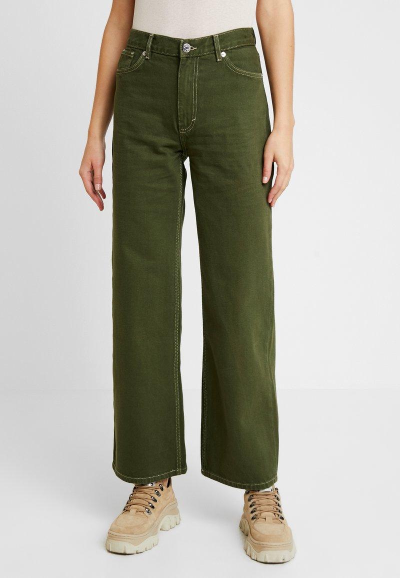 Monki - YOKO - Flared jeans - green