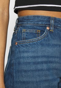 Monki - KIMOMO - Jeans straight leg - blue medium dusty - 4