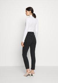 Monki - KIMOMO - Jeans straight leg - black - 2