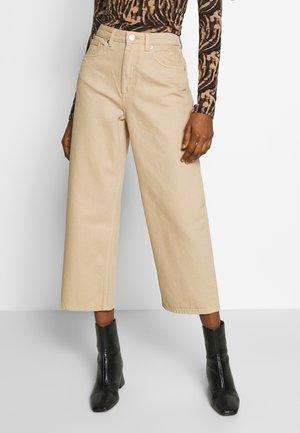 MOZIK - Jeans relaxed fit - beige medium dusty