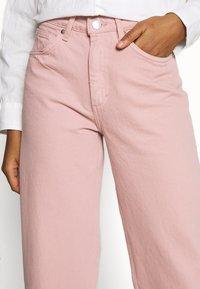 Monki - MOZIK - Relaxed fit jeans - orange dusty - 4