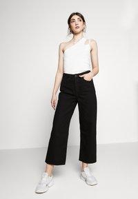 Monki - MOZIK - Jeans relaxed fit - black dark - 4