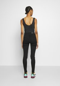 Monki - OKI BLACK DELUXE - Jeans Skinny Fit - black dark quick rinse - 2