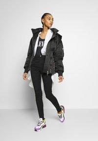 Monki - OKI BLACK DELUXE - Jeans Skinny Fit - black dark quick rinse - 1