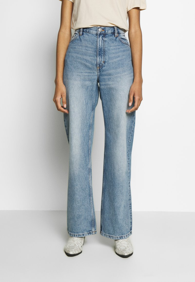 Monki - YOKO  - Jeansy Straight Leg - blue medium dusty