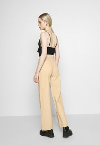 Monki - YOKO - Džíny Straight Fit - beige medium dusty - 2