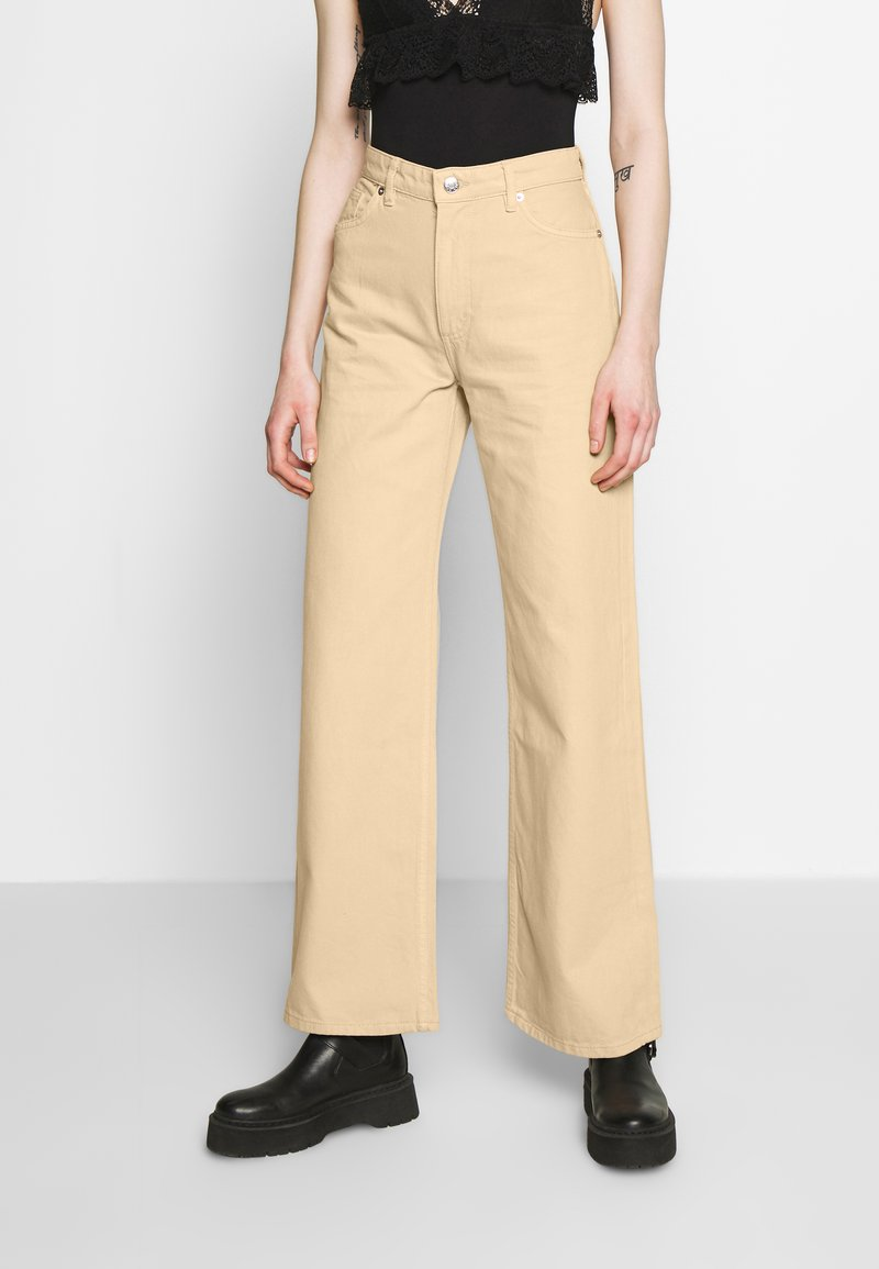 Monki - YOKO - Džíny Straight Fit - beige medium dusty