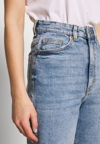 Monki - ZAMI VINTAGE - Jeans relaxed fit - blue - 4