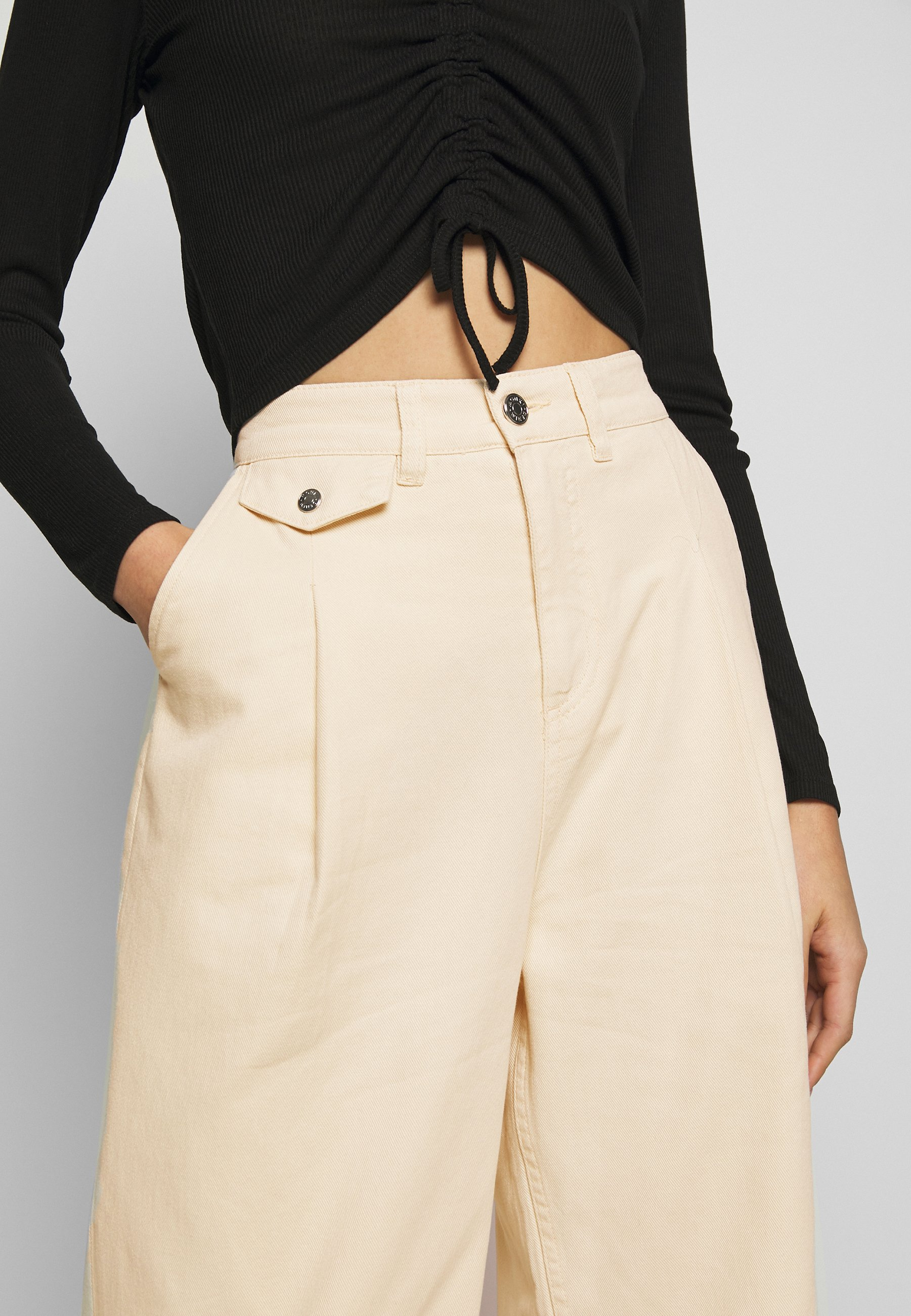 Monki NANI TROUSERS - Jeansy Relaxed Fit - white light