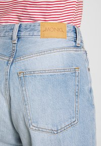 Monki - TAIKI - Jeans slim fit - blue dusty light - 4