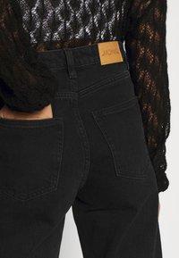 Monki - YOKO - Jeans straight leg - black dark - 4