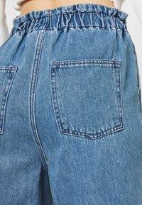 Monki - LIZETTE TROUSER - Relaxed fit jeans - blue medium - 5