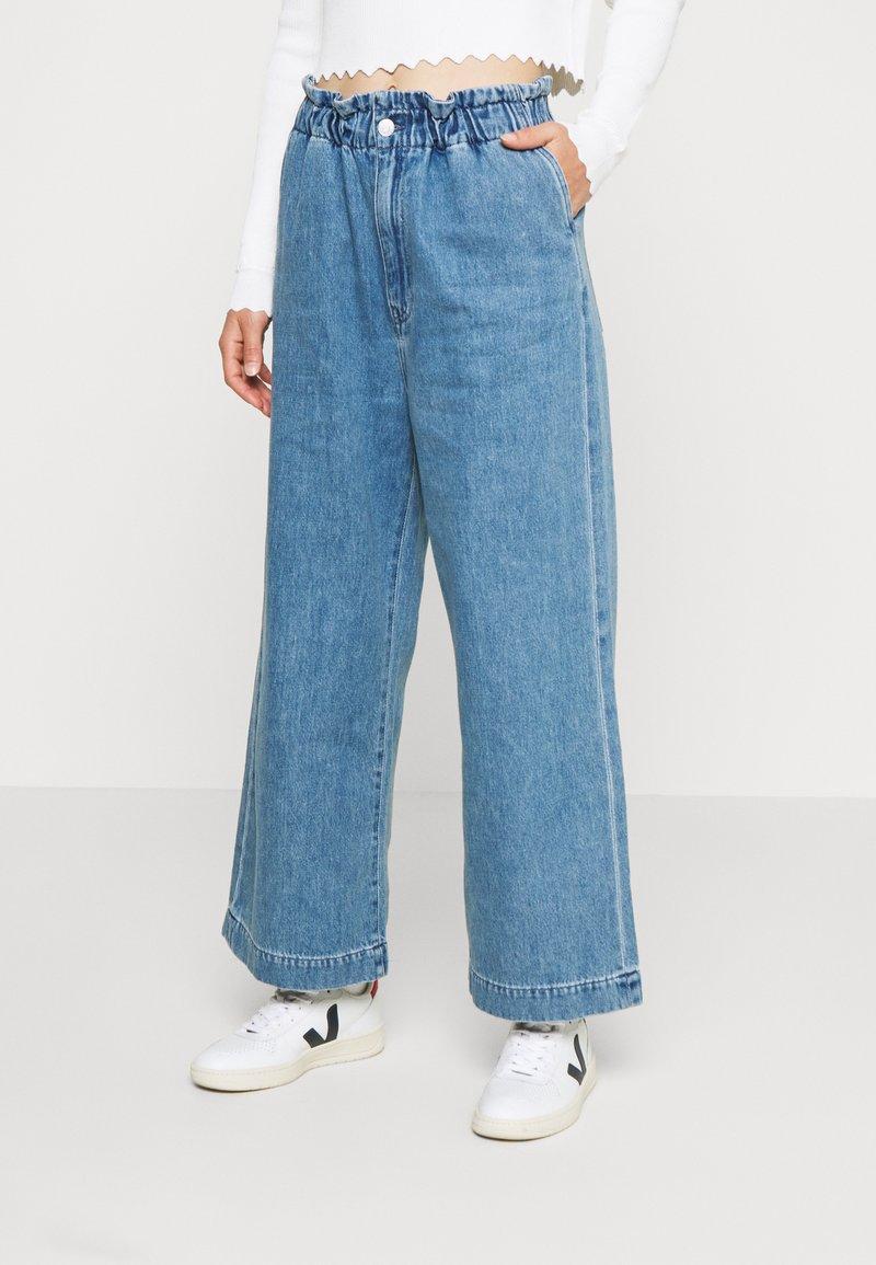 Monki - LIZETTE TROUSER - Relaxed fit jeans - blue medium