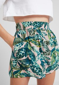 Monki - HEIDI - Shorts - light green/dark pink - 5