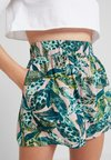 Monki - HEIDI - Shorts - light green/dark pink