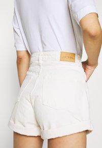 Monki - TALLIE  - Jeansshorts - white light ecru - 5