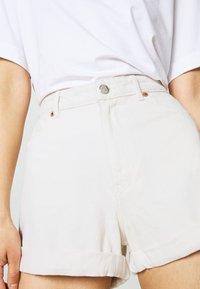 Monki - TALLIE  - Jeansshorts - white light ecru - 7