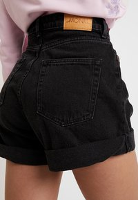 Monki - TALLIE  - Jeansshorts - washed black - 5