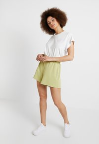 Monki - ALMA - Shorts - lime - 1