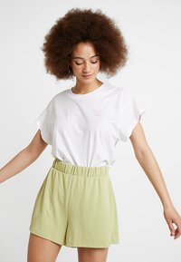 Monki - ALMA - Shorts - lime - 3
