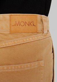 Monki - RIO SHORTS - Jeansshorts - beige/yellow - 5