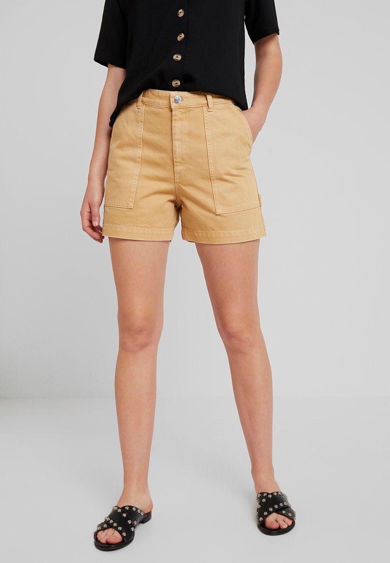 Monki - RIO SHORTS - Jeansshorts - beige/yellow