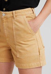 Monki - RIO SHORTS - Jeansshorts - beige/yellow - 3