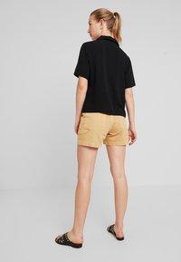 Monki - RIO SHORTS - Jeansshorts - beige/yellow - 2