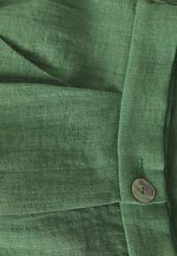 Monki - MARLOW SHORTS - Shorts - green - 2