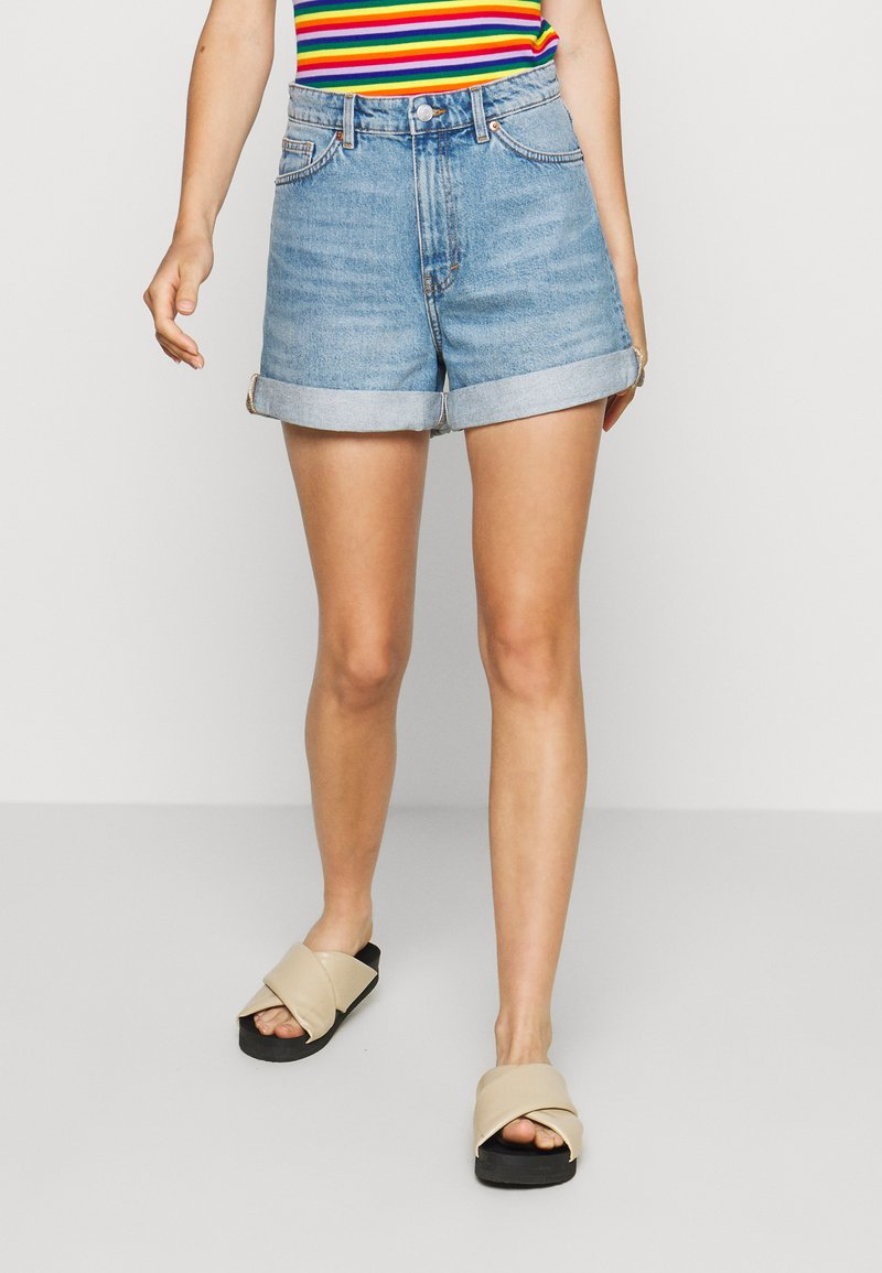Monki - TALLIE - Jeansshorts - blue medium dusty
