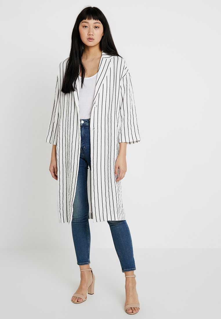 Monki - LOLA COAT - Frakker / klassisk frakker - off white/black/brown