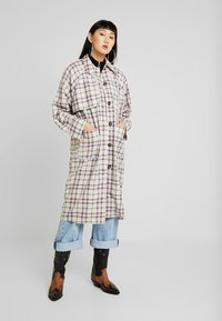 Monki - EMMA - Trenchcoat - beige - 0