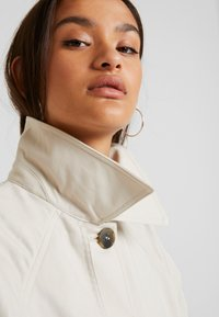 Monki - EMMA - Trenchcoat - beige medium - 3