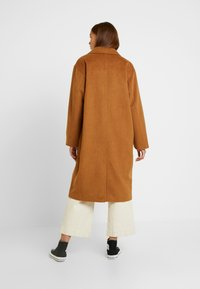 Monki - JULIA COAT - Kåpe / frakk - brown - 2