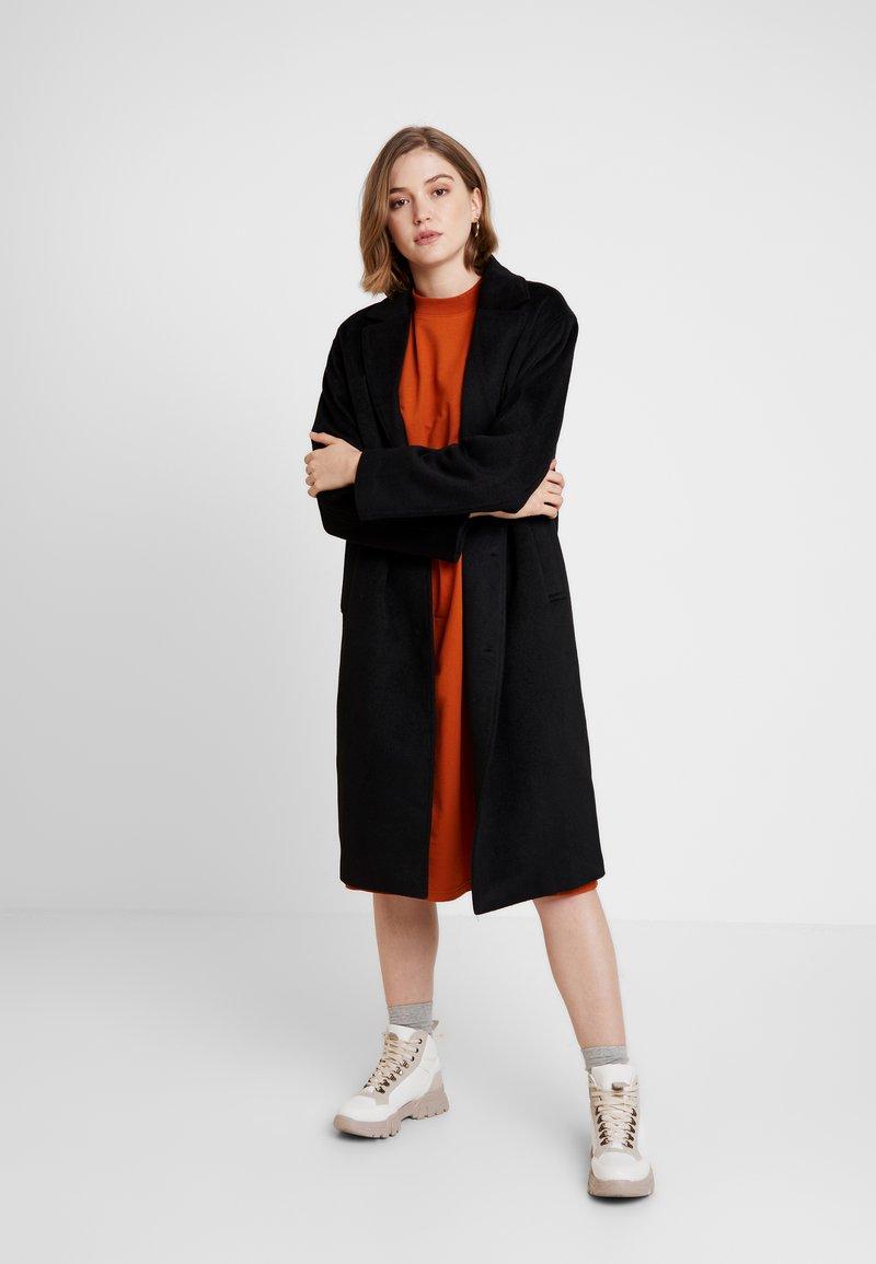 Monki - JULIA COAT - Zimní kabát - black
