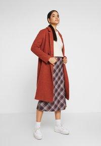 Monki - LOU COAT - Zimní kabát - dark red - 1
