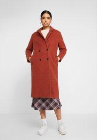 Monki - LOU COAT - Zimní kabát - dark red - 0